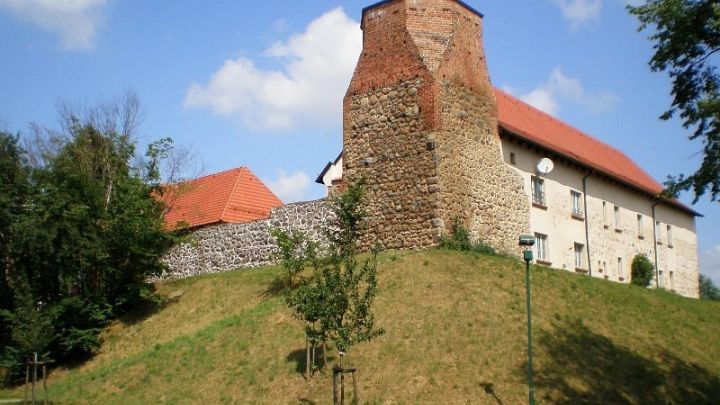 Burganlage mit Fangelturm